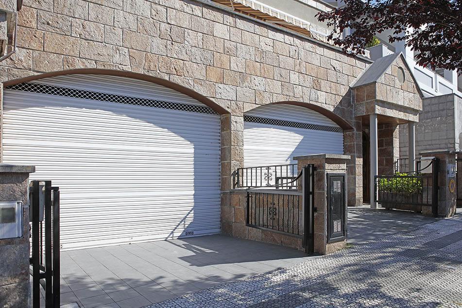 Puertas de garaje automáticas mototizadas a medida