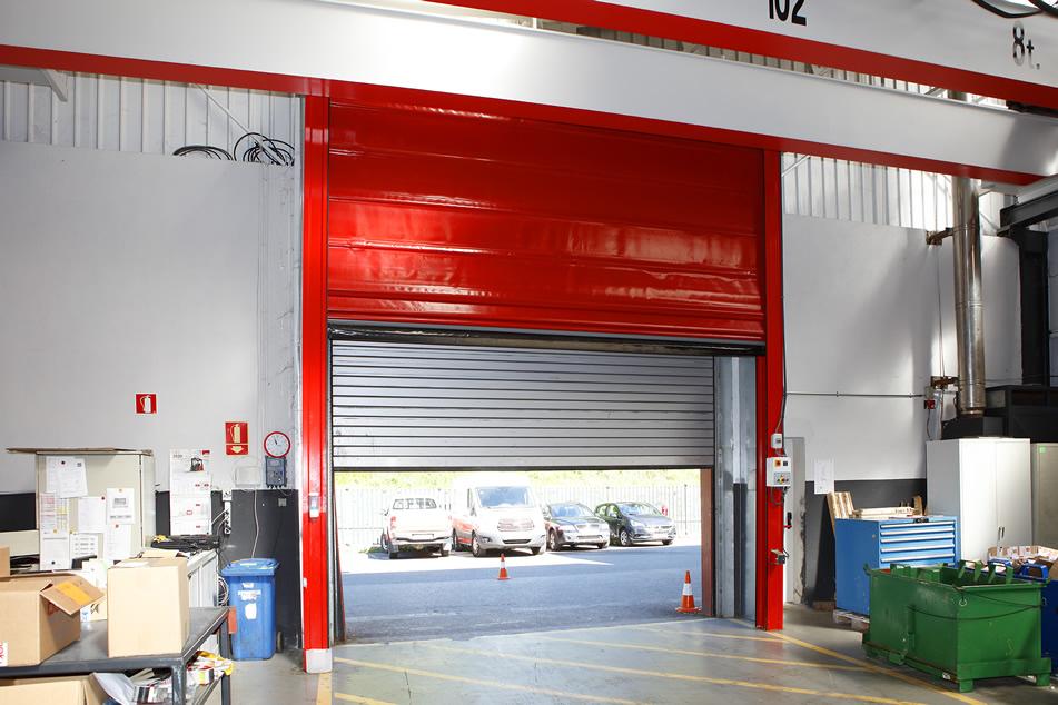 Puertas industriales de seguridad para pabellones o muelles de carga