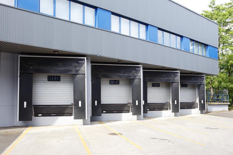 Puertas abrigo retráctil industrial para muelles de carga que se adaptan a la carrocería del camión